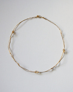 LOOSE KNOTS GOLD COLLAR